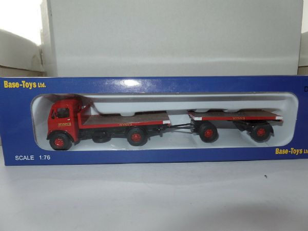 B T Models D-84 D84 1/76 00 Scale AEC Monarch Flatbed & Trailer Wynns Haulage
